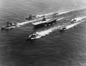 USS Yorktown surrounded by her escorts while en route to the United States, 1967
